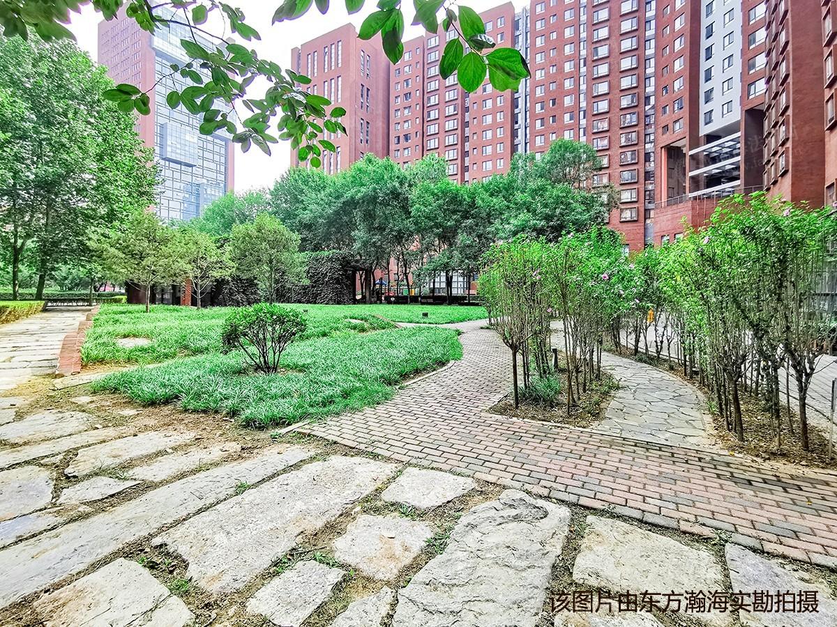 蓝堡国际公寓南区2号楼H单元2101室