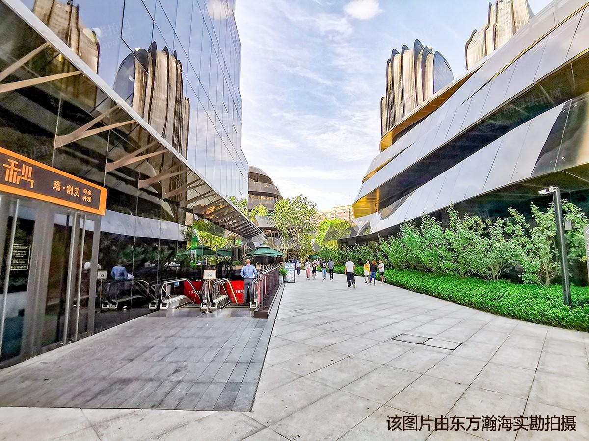 骏豪中央公园广场B153室(商铺)
